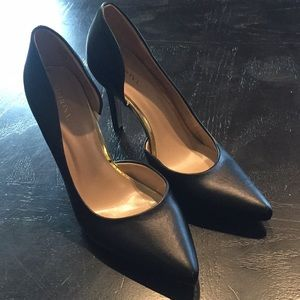 New with flaw. Merona Cut Out Heels Size 8